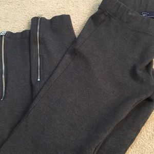 Gap Sculpt leggings with ankle zip. Size Small.